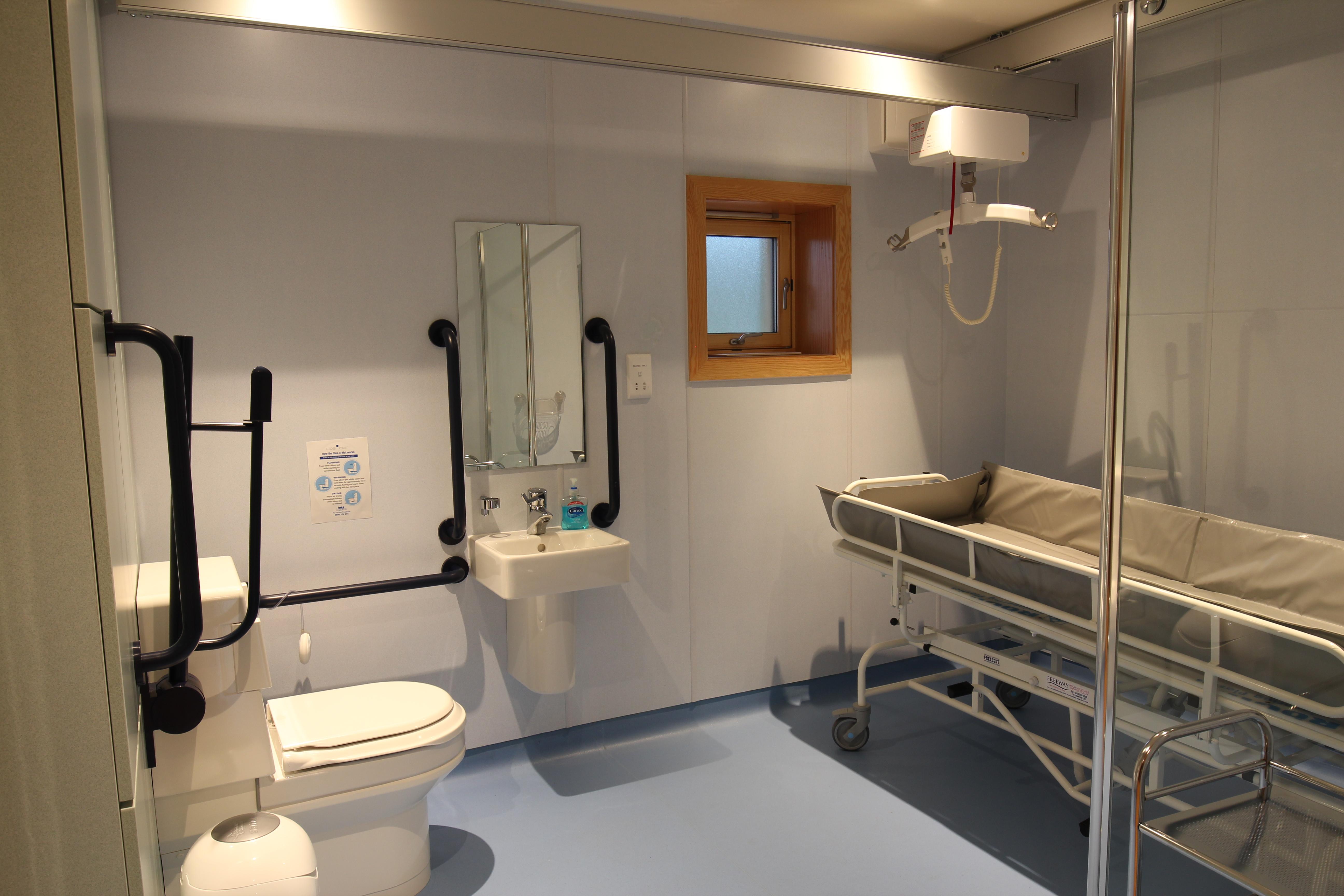 left lopital en trolleys trolley douchebrancard sirocco shower